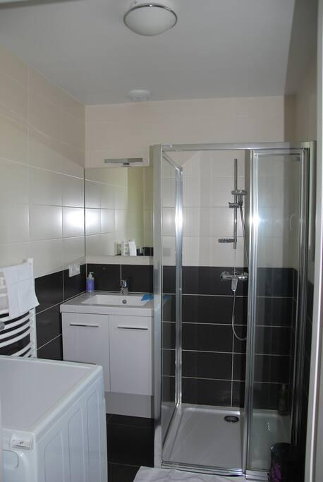 douche 90*90 avec lave linge