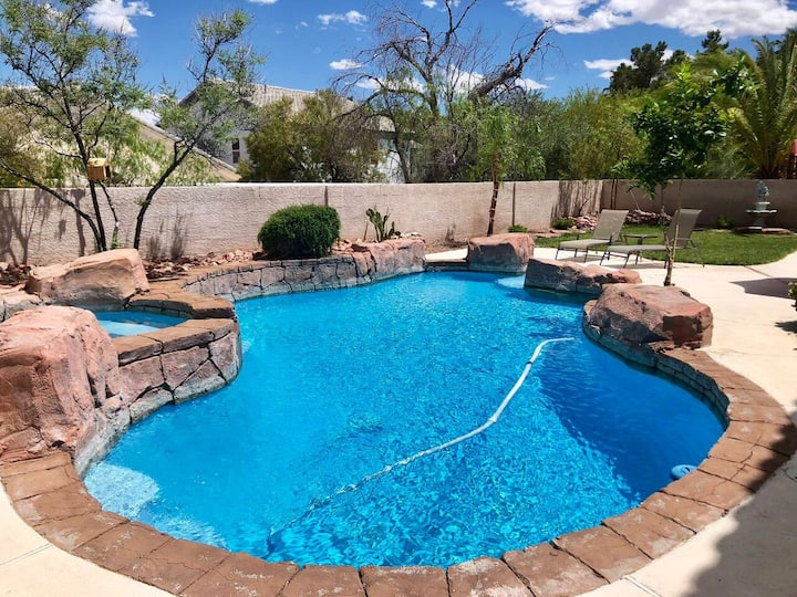 3400sq.ft  5br&2.5ba house with private pool
