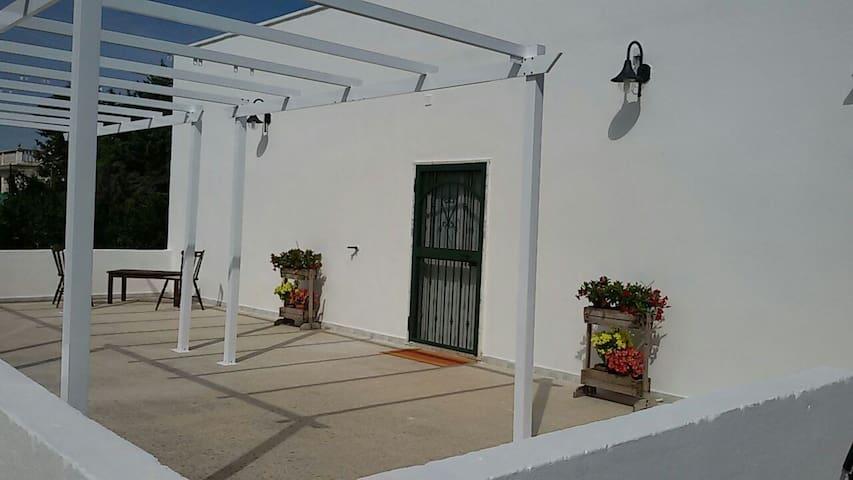 La veranda ed il pergolato della casa.