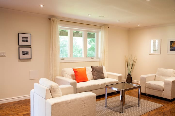 Cozy 2 Bedroom Suite In North York Houses For Rent In Toronto Ontario Canada