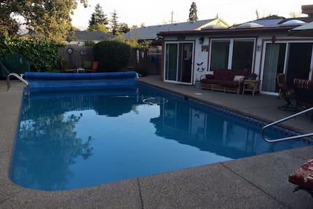 Wine country cabana: large heated pool, jacuzzi! - Santa Rosa - Bungalow