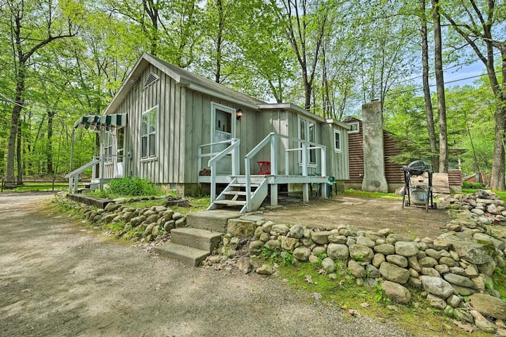 Cozy Glen Lake Cottage - 6 Miles to Lake George!