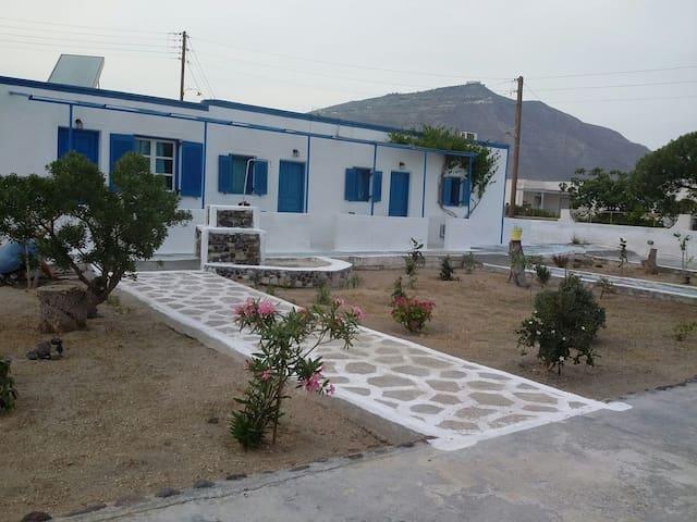 GLAROS BEACH Studio for 3 Perivolos