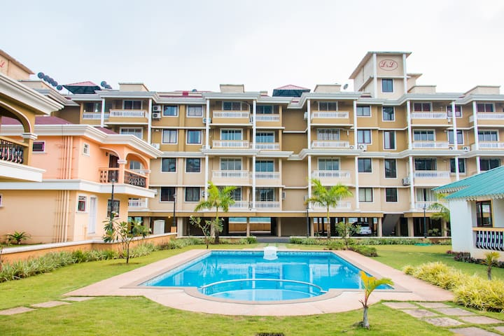 Calvin's Retreat 2BHK with poolview - Varca - Lejlighed