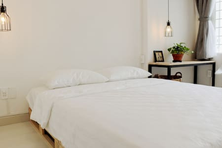 Elegant, charming and private room with balcony - Ho Chi Minh City - House