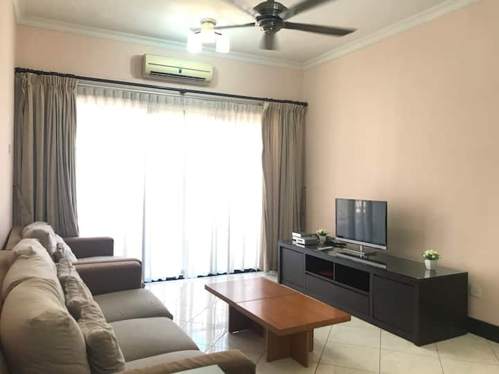 Cozy & Modern Executive 3 Bedrooms Apartment (8 pax) @ Marina Court City Centre