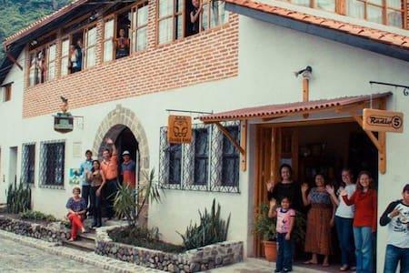 Panajachel - Casa Cakchiquel - Ingrid Bergmann - House