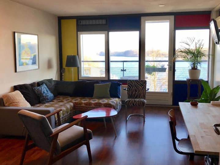 Apartment center New West with stunning view