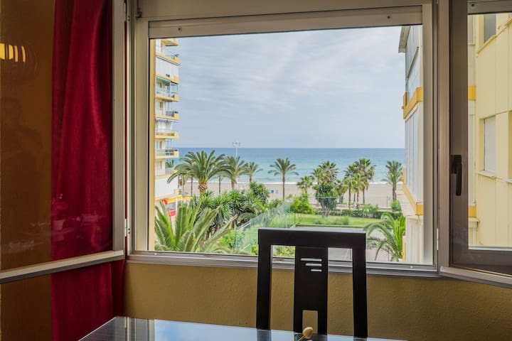 appartement. 50 mt strand, de zee, tennis, wifi,