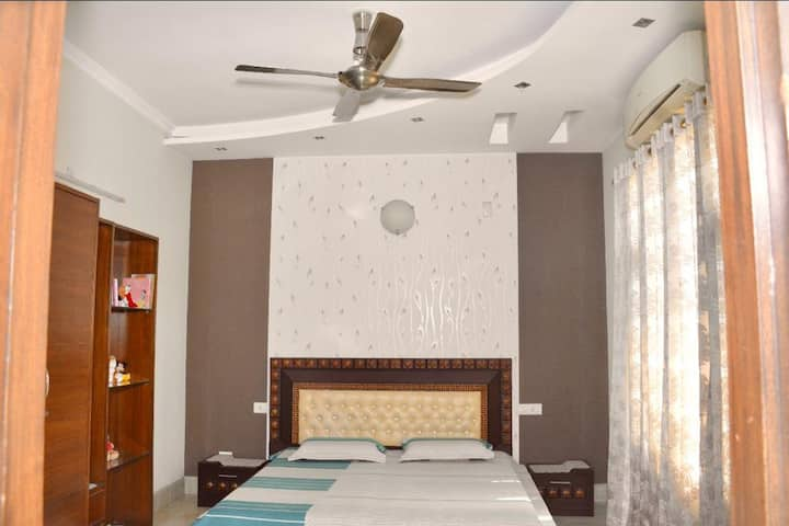 4Bhk family house| AC|FREE Breakfast|Great place