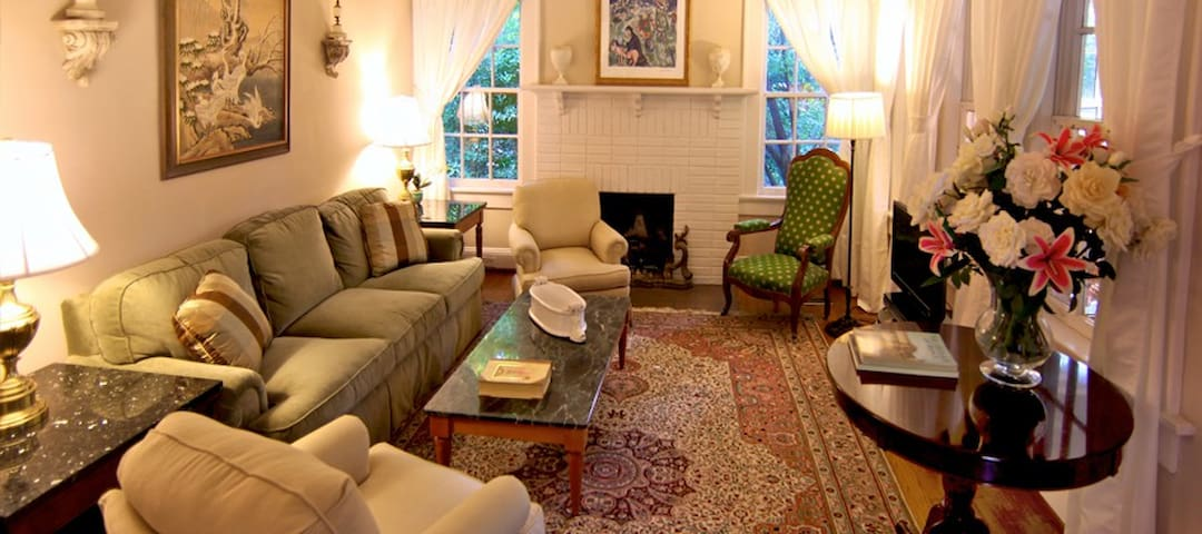 Three bedroom tudor cottage - Atlanta - House
