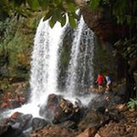 Pousada Cambaúva sono ao som da cachoeira: