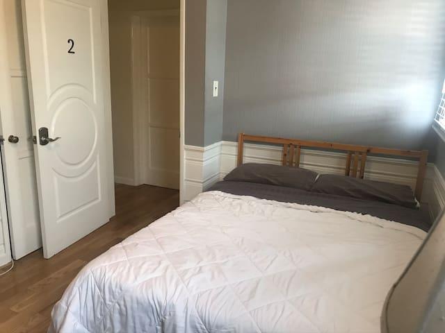 LAX/LMU · Suzi's Suites on Stewart: The Grey Room