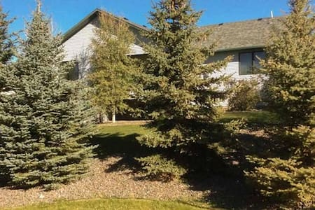 Large Basement Suite - Cheyenne
