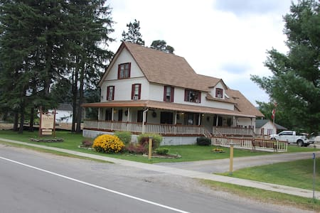 Ilex Inn Bed & Breakfast Guest Cottage - Ellicottville