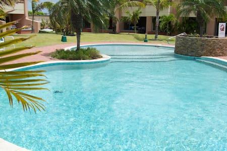 New Luxury Eagle Beach Townhouse - Oranjestad