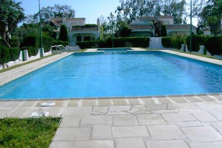 Casa con jardín primera línea playa - Riumar