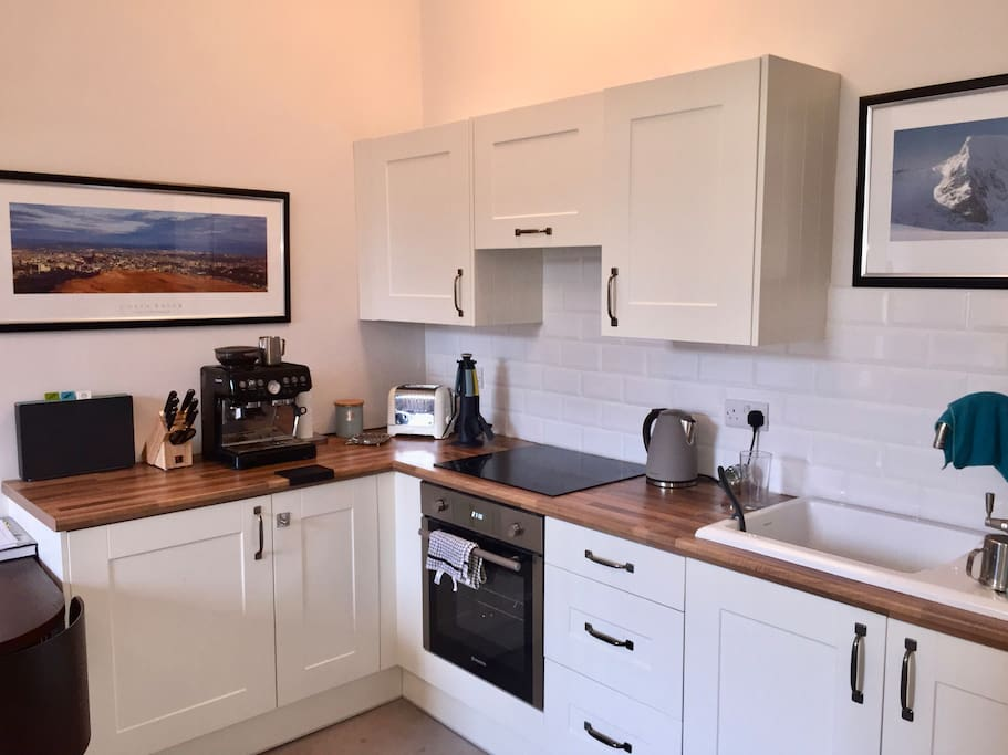 Modern & Fully Equipped Kitchen