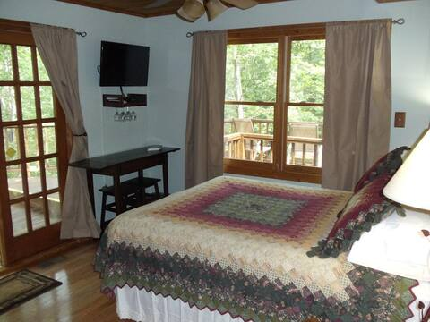 Tree Top Suite w private decks