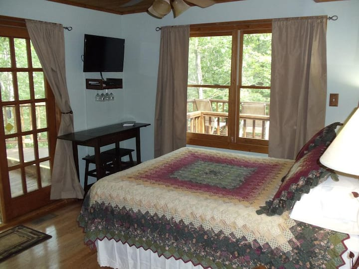 Tree Top Suite w private decks