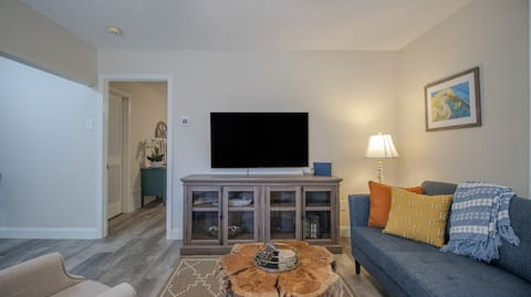 Triple Tail Alley - Unit G - NEWLY REMODELED