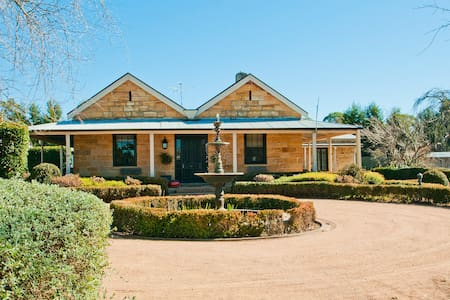 Aylmerton House - sandstone period home on 5 acres - Mittagong