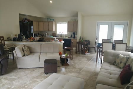 Private Room and Private Bathroom - Slidell - Casa