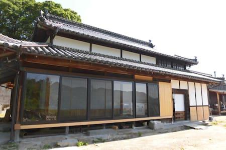 しまなみ海道 大島の100年古民家「尾形の家」竹の間 - Imabari-shi