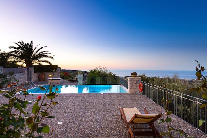 Villa Efrosini, 1 bedroom villa with swimming pool
