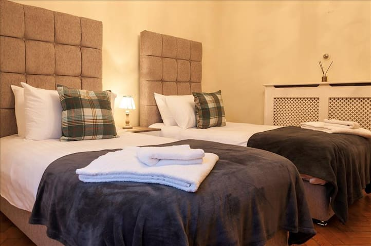 Two of the rooms have 2 x single beds in