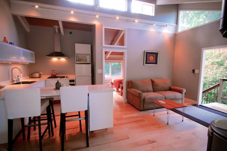 Private, modern & clean apartment that sleeps 4. - 可立達(Orinda)