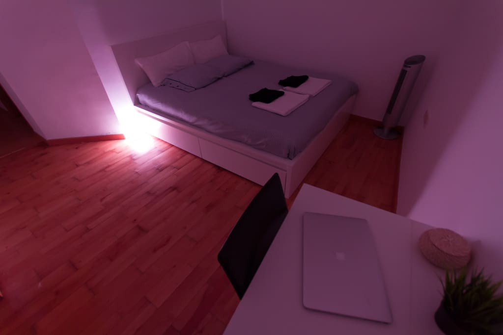 You can use the remote controlled lamp to change the color and intensity of the lighting to suit your mood.