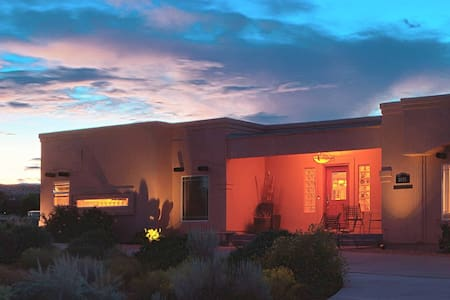 Classic Room - Dreamkatchers Lake Powell B & B - Big Water - Bed & Breakfast