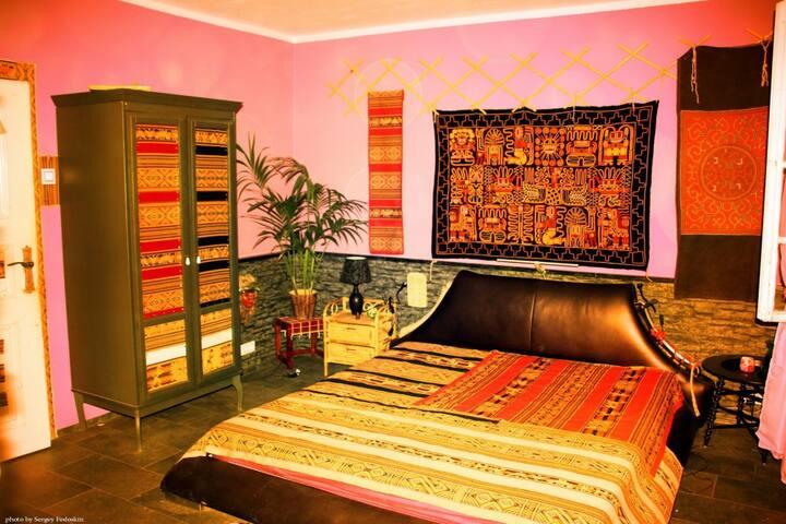 Перуанская комната в вилле в Кривоклатских лесах