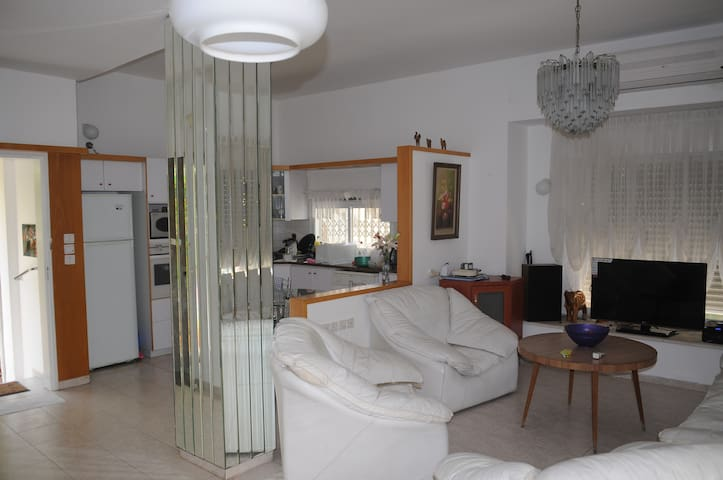 5' to Beach -Cozy Quite Comfy  Large 4 BdRooms Apt - Kiryat Bialik