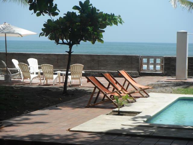 LInda casa enfrente del Mar - Playa San Blas, La Libertad, El Salvador - Rumah