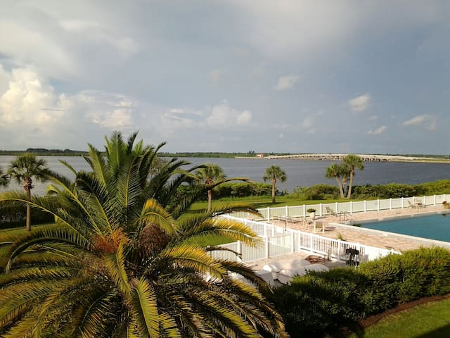 Serene condo overlooking the bay - Port Charlotte - Leilighet