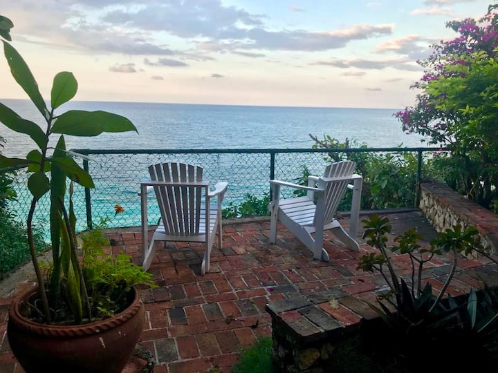 Edgecliff, Private Romantic Condo with Ocean View
