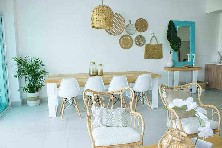 Sole by the Beach- Bright Modern Rustic Apartment