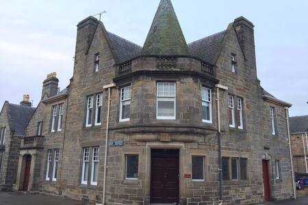 Grade 2 Listed 3 bed Townhouse in centre of Elgin - Elgin