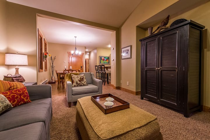 Comfy and Clean Condo, Designed with you in Mind!