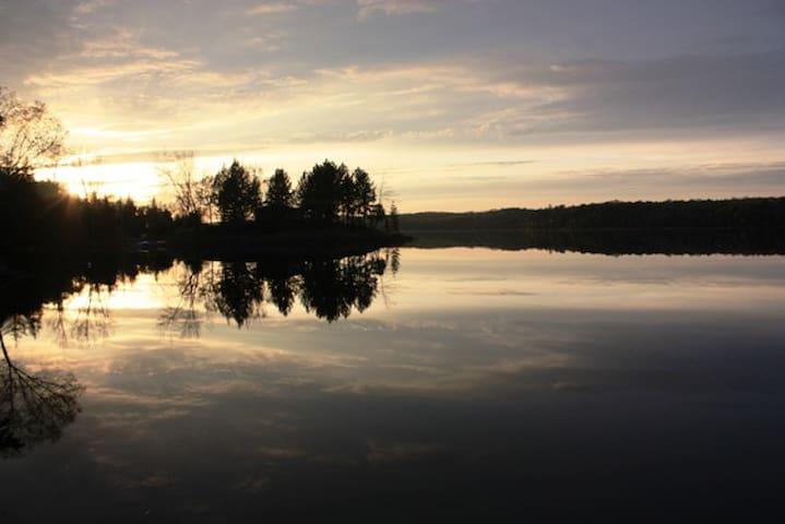 Big Caribou Lake Cottage - Loring - Stuga
