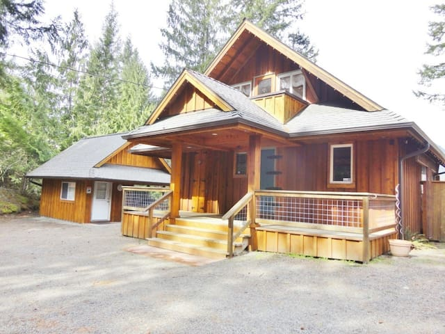 Private Cabin w/ Hottub & Mt. views - Packwood - Cabin