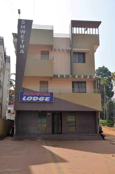 Shwetha Lodge-Budget Hotel in Kollur