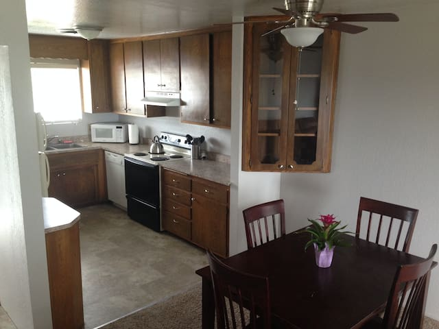 2bed/2bath Apartment With a View! - Redding - Apartment