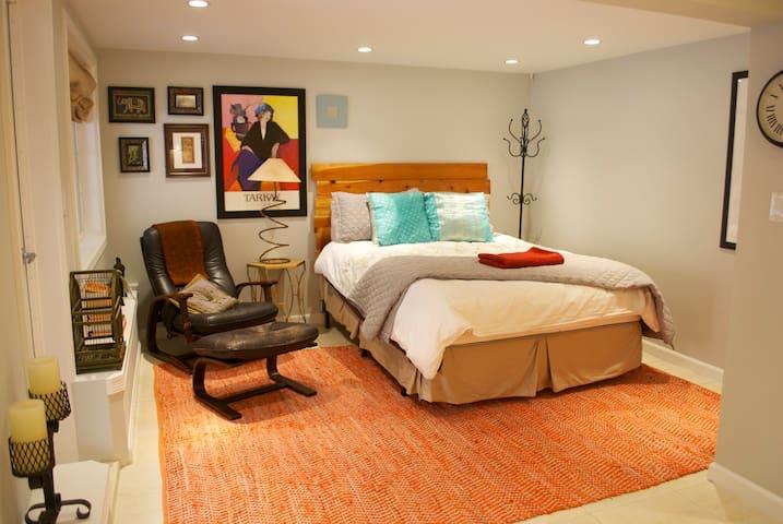 Cozy Private Suite w/ Kitchen