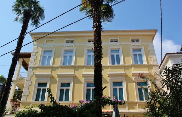 FULLY EQUIPPED single room in heart of OPATIJA - Opatija - Hus