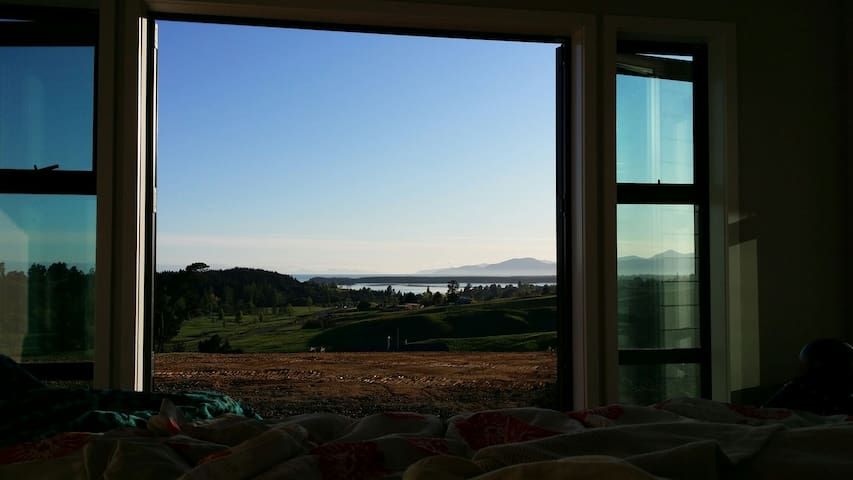 Stunning Views to wake up to - Redwood Valley