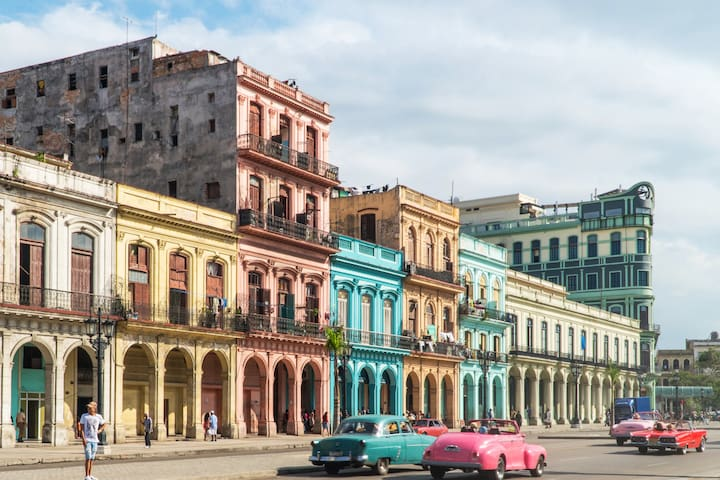 Top photo spot in Havana. Right in front of El Capitolio; 200 meters from the apartment.  Justo en frente de El Capitolio, está a 200 metros del apartamento.