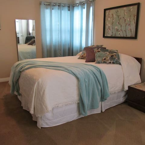 Spacious room with private shower - Chilliwack